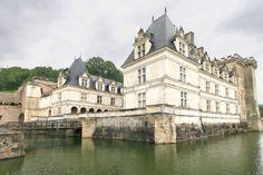 Château de la Loire de construction classique, le château de Villandry se distingue davantage par ses magnifiques jardins à la française que par son architecture.