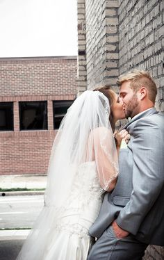 Loving this Bride & Groom Photo! HOTNESS! First look. Photo by Tausha Ann Phtoography Nashville TN