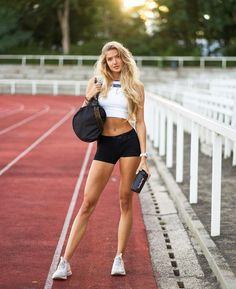 Beautiful Athletes, Hot Cheerleaders, Photos Of Women, Hot Blondes, How To Run Faster, Female Athletes, Sport Girl, Sports Women, Leg Workouts