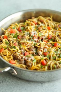 One Pot Taco Spaghetti - All your favorite flavors of tacos in spaghetti form - made in ONE PAN! So cheesy, comforting and stinking easy with no clean-up! - I could totally do this with Spaghetti Squash! Taco Spaghetti, Spaghetti Recipes, Pasta Recipes, Dinner Recipes, Cooking Recipes, Healthy Recipes, Homemade Spaghetti, Spaghetti Squash, Dulce De Leche