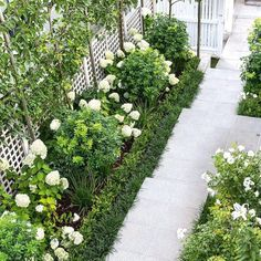 15 beautiful side yard garden path design ideas - Wholehomekover If you want . 15 beautiful side y Garden Ideas Nz, Garden Inspiration, Rose Garden Design, Small Garden Design, Formal Garden Design, White Gardens, Small Gardens, Hampton Garden, Path Design