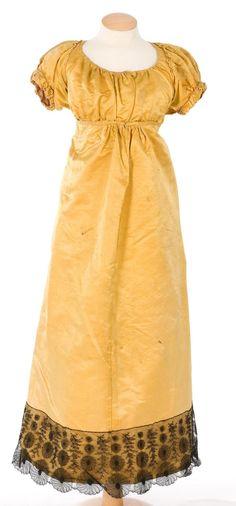 Dress 1800-1815 IMATEX Interesting application of lace