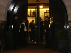 2008 Azafatos en la puerta