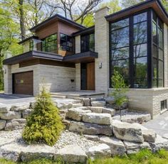 Rustic home design ideas. Contemporary house designs have a lot to offer to a modern occupant. Lastly, the modern house design does not restrict innovative minds at all. Modern House Design, Modern Interior Design, Minimalist Apartment, Minimalist Window, Dream House Exterior, House Exteriors, Modern Exterior, Exterior Design, Home Fashion