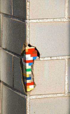 Using Legos to patch buildings in Berlin @Ilaminar Laboratorio de diseño