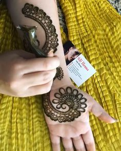 Wanna see more henna tutorials, click below Henna Hand Designs, Mehndi Designs Finger, Full Mehndi Designs, Indian Henna Designs, Henna Tattoo Designs Simple, Mehndi Designs For Beginners, Mehndi Design Pictures, Bridal Henna Designs, Mehndi Designs For Girls