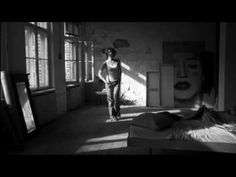 """""""Auflösen""""   ein wunderschönes und tief berührendes Lied   Sänger: Campino und Birgit Minichmayr,   Gruppe: Die Toten Hosen  Regisseur: Wim Wenders  (siehe Link zum Making of des Videofilms)"""
