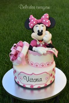 two tier cake, minnie cake topper, minnie mouse cake pan, silver cake stand Bolo Da Minnie Mouse, Minnie Mouse Cookies, Minnie Mouse Birthday Cakes, Minnie Cake, Minnie Mouse Baby Shower, Mickey Cakes, Baby Birthday Cakes, Mickey Mouse Cake, Mickey Birthday