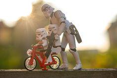 totally dig the storm trooper figure/lego mini figure meme :)