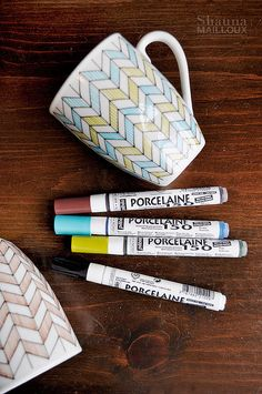 Hand-drawn DIY decorated mugs using Pebeo Porcelaine 150 China Paint Fine Tip Markers NOT Sharpies Sharpie Projects, Sharpie Crafts, Sharpie Art, Craft Projects, Sharpies, Cute Crafts, Crafts To Do, Hobbies And Crafts, Pottery Painting