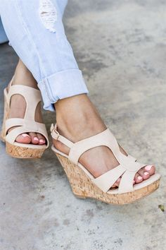 These wedges are absolutely GORGEOUS! They feature a stylish t-strap style with a really cute look. #wedgesshoesoutfit