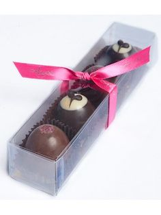 Our luxurious Belgian chocolate truffle pack is a great treat to share with that gourmet chocolate lover! YUM! For more information, please visit: http://www.amysgourmetapples.com/gifts-by-occasion/sweetheart-romantic-gifts/4-pack-chocolate-truffles.html