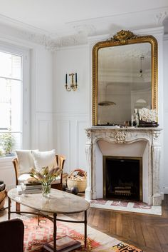 AT HOME with Jackie Kai Ellis in her picturesque Parisian apartment Design Apartment, Parisian Apartment, Dream Apartment, Parisian Decor, Apartment Interior, Apartment Living, Interior Styling, Interior Decorating, Fall Decorating
