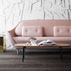 Otro ejemplo de como el color de Pantone Pale Dogwood combina perfectamente con muebles minimalistas  #BeOriginalBuyOriginal #Interiorismo #DiseñoDeInteriores #InteriorDesign #Diseño #DesignFurniture #MueblesEscandinavos #FritzHansen #Favn #JaimeHayon