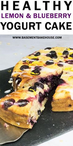 This super moist, delicious Healthy Lemon & Blueberry Yogurt Cake is an easy breakfast or pudding recipe + your Healthy Extra B on Slimming World and the cake is high in fibre and packed with vitamins! Mango Pudding, Oreo Pudding, Pudding Desserts, Chia Pudding, Pudding Recipes, Chocolate Pudding, Slimming World Puddings, Slimming World Cake, Slimming World Recipes Syn Free
