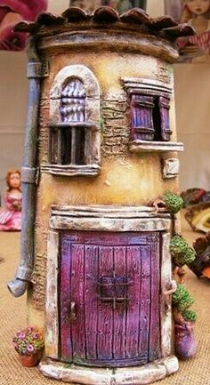 These little houses would be the perfect addition for a miniature garden. Clay Houses, Ceramic Houses, Miniature Houses, Doll Houses, Gift Drawing, Pottery Houses, Christmas Gifts For Coworkers, Decoupage, Clay Fairies