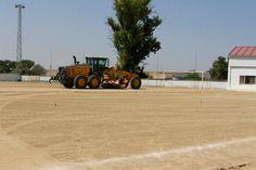 Dotando de césped artificial el campo de fútbol de Belalcázar