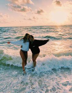 Beach daze always🦋💫 bff pictures, summer pictures, cute beach pictures, cute Best Friend Fotos, Foto Best Friend, Best Friend Pics, Cute Beach Pictures, Cute Friend Pictures, Beach Instagram Pictures, Tumblr Summer Pictures, Instagram Beach, Tumblr Beach Photos