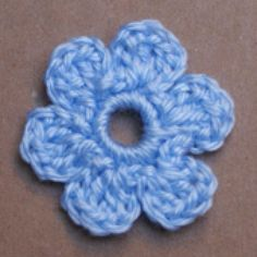 Crochet Lots of Pretty Flowers with These Free and Easy Patterns: Easy Small Flat Crochet Flower Applique