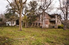 Old Plantation House in Frankford, Pike County, Missouri.