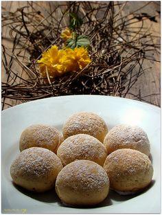 İncirli kurabiye canım kardeşimin güzel tariflerinden birisi, kendisi küçük lezzeti inanılmaz bir tarif…:) İncirli kurabiye için gereken malzemeler 125 gr tereyağ veya margarin(oda sıcaklığında) 1 çay bardağı pudra şekeri 1 çay bardağı ceviz 1/2 paket kabartma tozu 10 adet kuru incir un İncirli kurabiye nasıl yapılır İncirlerimizi bir gece önceden suya koyalım.Ertesi gün çay kaşığı …
