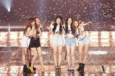`The Grand Girl Group` Red Velvet confirmed the US tour. According to SM Entertainment, November Red Velvet will be held in Los Angeles on Feb. in Red Velvet Concert on May Miami, on May Chicago, [REDMARE] in USA. This is the first time Red V. Kpop Girl Groups, Korean Girl Groups, Kpop Girls, Red Velvet Joy, Red Velvet Seulgi, Yg Entertainment, K Pop, Irene, Kim Yerim