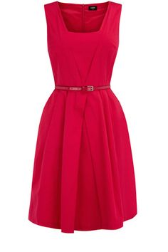 strikingly bright and on trend for the season finished off with a patent belt. This dress is a-line in style and has a zip-up back with square neckline.