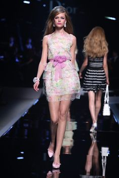 Christian Dior Resort 2011 Fashion Show - Frida Gustavsson