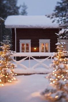 🌟Tante S!fr@ loves this📌🌟Warm white fairy lights to surround a snowy cabin - the ultimate Christmas scene. Swedish Christmas, Christmas Mood, Merry Little Christmas, Noel Christmas, Country Christmas, All Things Christmas, Christmas Lights, Christmas Decorations, Cabin Christmas