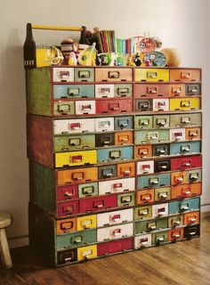 Luv the use of antique drawers and mixed colors!