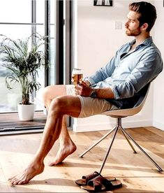 I love this guy barefoot Mode Masculine, Stylish Men, Men Casual, Facial Hair Growth, Male Feet, Barefoot Men, Men Photography, Athletic Men, Christian Grey