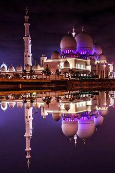Sheikh Zayed Grand Mosque in Abu Dhabi, UAE                                                                                                                                                                                 More