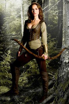 Natalie Portman's archer outfit in Your Highness. this is pretty awesome Image source Costume Roi, Elf Costume, Costume Ideas, Renaissance Costume, Renaissance Fair, Medieval Dress, Medieval Clothing, Medieval Girl, Natalie Portman Your Highness