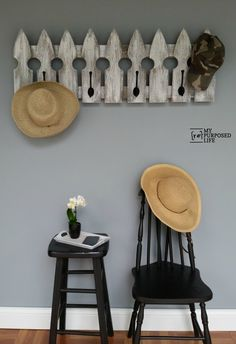 (DIY) Easy coat rack made from reclaimed picket fence scraps. This rustic coat rack will look great in your mudroom or bathroom. Repurposed Furniture, Diy Furniture, Industrial Furniture, Repurposed Shutters, Furniture Design, Reclaimed Furniture, Furniture Refinishing, Furniture Vintage, Refurbished Furniture