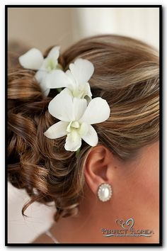 Simple Beach Wedding Hair with Flowers. Hair by #  Camposecco | http://lovelylonghairstyles.blogspot.com