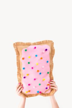 DIY: no-sew pop tart pillow