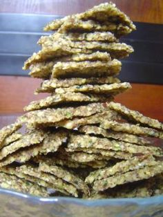 Zucchini Walnut Crackers: Raw food from Sweetly Raw: Australia - A Raw Dinner Party Raw Vegan Recipes, Cooking Recipes, Dehydrated Food Recipes, Drink Recipes, Cooking Tips, Freezer Recipes, Freezer Cooking, Party Recipes, Raw Food Diet