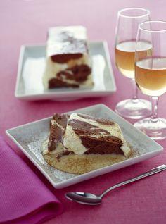 Scopri come portare in tavola un sublime parfait al doppio cioccolato: con i passaggi della ricetta di Sale&Pepe otterrai un risultato di alta pasticceria.