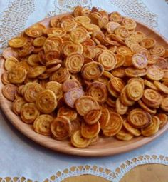 Syrové slimáčiky, recept | Tortyodmamy.sk Raw Food Recipes, Healthy Recipes, Great Appetizers, Easy Snacks, Food Art, Healthy Lifestyle, Almond, Food And Drink, Meals