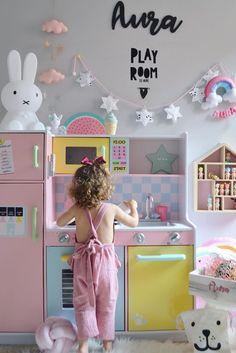 Inspiration from Instagram - Mery + Alex + Aura @merymeli - pastel girls room ideas, pink and white girls room design, kidsroom decor, girls kidsroom, powder, bed, boho style, decor, design #buenosdias #goodmorning #room #bedroom #kidsroom #kidsdecor #kid Ikea Girls Room, White Girls Rooms, Pastel Girls Room, Playroom Design, Girls Room Design, Playroom Ideas, Boy Girl Room, Little Girl Rooms, Baby Bedroom