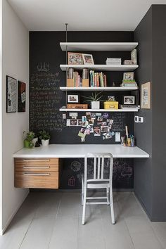 30 Creative Tiny Home Office Design Ideas For Small Home #creativeofficedecoratingideas