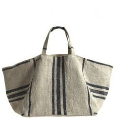 market tote made from antique grain sackGreat tote- make this out of antique grain sacktote vintage linen tote with canvas lining made in the south of france Summer styleMarket Tote by Calypso St BarthMarket Tote - the link doesn't exist anymore but Look Fashion, Fashion Bags, Diy Fashion, My Bags, Purses And Bags, Sacs Tote Bags, Diy Sac, Linen Bag, Fabric Bags