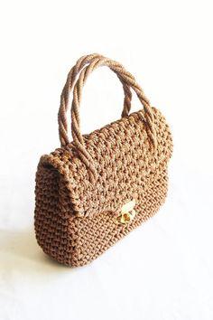 2d9edb33a474 Vintage woven straw handbag by TurquoiseFlamingo on Etsy