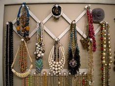 http://iheartorganizing.blogspot.com/2010/08/reader-space-jazzing-up-jewelry-storage.html #jewelry #organizing