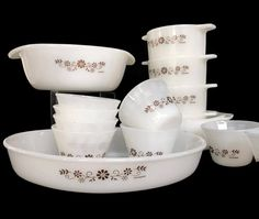 Vintage Dynaware Baking Set White Milk Glass Brown Daisy Pyr-O-Rey 15 Piece Set Casseroles Custard Cups Bowls by MerrilyVerilyVintage on Etsy https://www.etsy.com/listing/471315091/vintage-dynaware-baking-set-white-milk