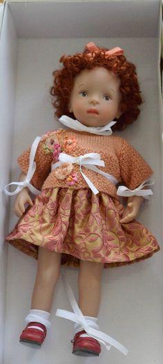 Méry Minouchette Sylvia Natterer de Vaniline, par Mina Couture Dolls Dolls, Baby Dolls, White Balloons, Flower Girl Dresses, Doll Dresses, Couture, Vintage Dolls, Harajuku, Creations