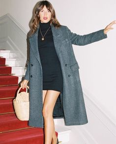 Image uploaded by SLIVERS OF ELEGANCE. Find images and videos about fashion, style and coat on We Heart It - the app to get lost in what you love. Parisian Style Fashion, French Fashion, Paris Fashion, Autumn Fashion, Jeanne Damas, Casual Chic, Looks Style, My Style, French Girl Style