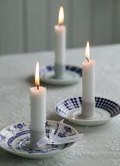 Blue and white ceramic candle holder saucers with white candles. Blue and White, classy country! Bougie Partylite, Candle Lanterns, Diy Hacks, Candle Making, Diy And Crafts, Craft Projects, Candle Holders, Sweet Home, Blue And White