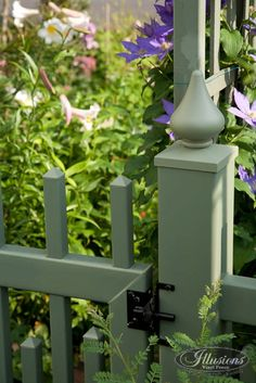 V703S-4 Color Alternating Classic Victorian Picket Fence. Shown in the Grand Illusions Color Spectrum matte finish color vinyl. The fence color is Evergreen (E106) from the Estate Series. It is also shown with a VWG706S-44 Scalloped Alternating Picket gate.