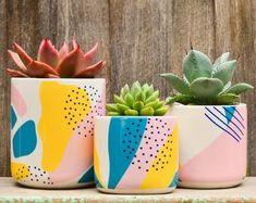 Decoration, Art Decor, Painted Plant Pots, Diy Planters, Modern Planters, Modern Retro, Pottery Painting, Stone Plant, Potted Plants